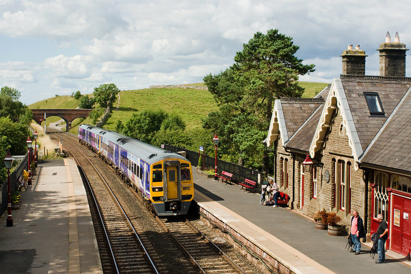 the 14.04 Carlisle Leeds Slows to pick-up at Kirkby Stephen 7 August 2013