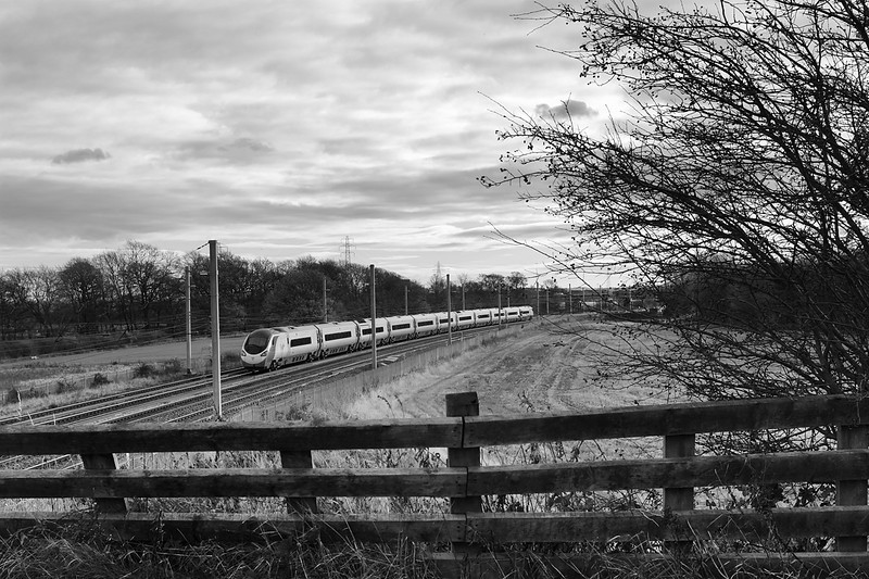 A Pendlino heads south at winwick on 1M10 9.40 Glasgow-Euston  7 December 2013