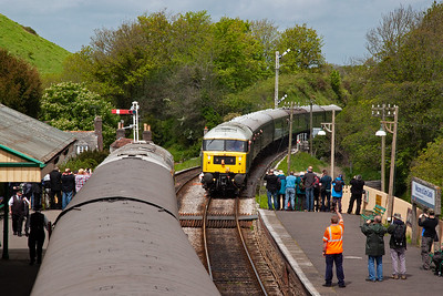 """47292 runs in with 2S09 1215 off Norden to Swanage. The """"firing line"""" of photographers at the platform end is quite considerable. A few others stand beside the signalman's runner who is ready to exchange the token."""