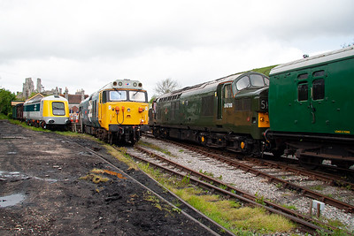 D6700 passes (we'll call it) 50031 and 41001 as it slows for its station stop.