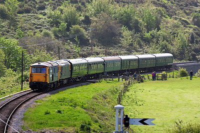 The next up train is 2N06, 1000 off Swanage for Norden also running about 12 minutes late. Motive power is 73207 and 33202, a pair of pure Southern Region locos.