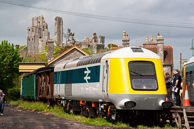 The sun lights up the castle ruins and 41001. The production powercars had a different design to the prototype with no buffers and a different single cab window.