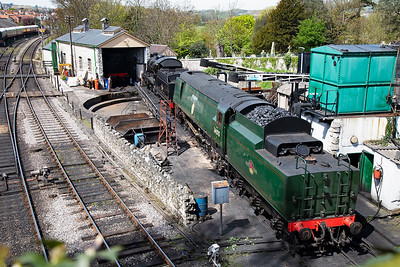 On the steam shed and having a well earned weekend off is U class 2-6-0 31806 and unrebuilt Battle of Britain class light pacific 34070 Manston.