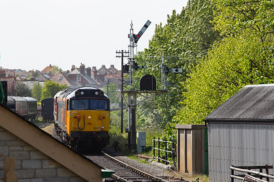 50007 passes the inner home gantry and will run into the station in platform 1.