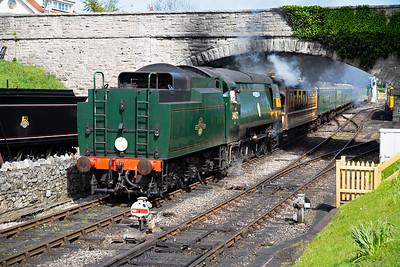 This service is 2N20 1520 to Norden with 34072 bursting below Northbrook Road bridge.