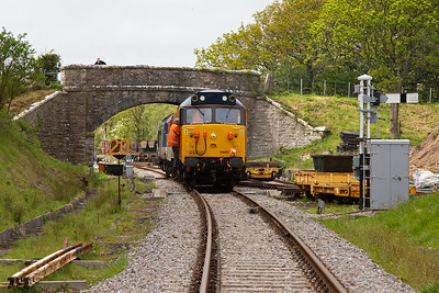 The convoy stops at Norden Gates to await the road to Norden station.  The original plan was for 50026 to come off here and be stabled, but that wasn't happening so Ross and I moved on.