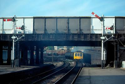 Class 115 leaving Marylebone 16.10 to Aylesbury 12/10/85