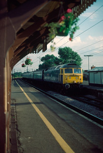 47555 17.41 kings X Peterborough soeeding through Kebworth 1/8/84