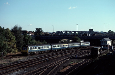 Class 115 DMU 10.10 Marylebone Aylesbury at Neasden 2/11/85