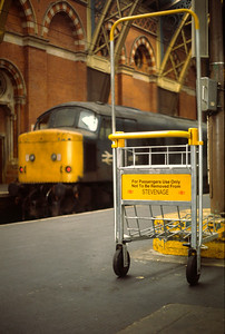 45110 with itinerant luggage trolley at St pancras 2/3/85