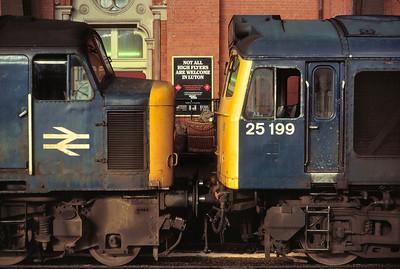 45112  25199 at St Pancras 6/7/85