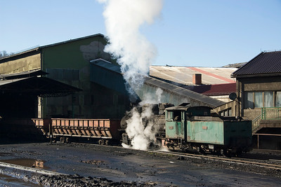 83-158 pushing the emptied waggons back through the discharge building