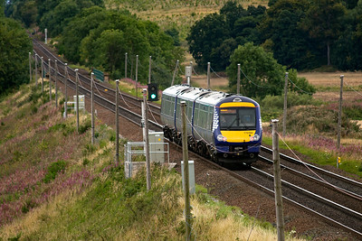 Oh my word a turbostar to break up the constant stream of sprinters.  170394 works to Dundee with 1L61 1100 off Edinburgh.