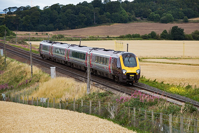 An unknown class 220 Voyager set heads south with 1V60 0820 Aberdeen to Penzance cross country service.  I sooo want to do that trip!