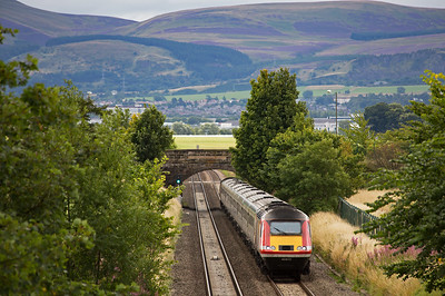 The north eastern end of the Pentland Hills form the far backdrop as 43313 approaches at speed with 1S03 0710 from Leeds to Aberdeen.