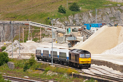 60021 shunts the wagons into the loading sidings at Peak Forest Quarry.
