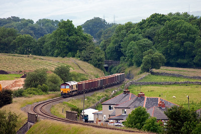 After a long wait while the loco ran round at Buxton, 66025 and its train comes into view at Harpur Hill.