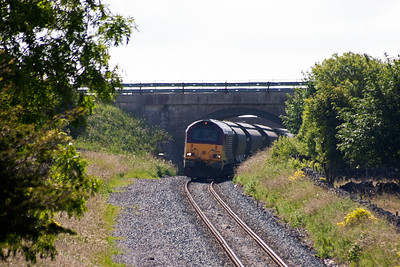All the loading is now complete and the train can return to Warrington Arpley as 6F67 0950 TThO off Dowlow.