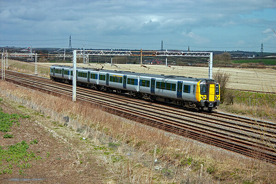 The new class 350 Desiro units are prolific on the Northampton services. 350121 forms 1N18 1242 off bound for Euston. Nice new trains for the home counties commuters.