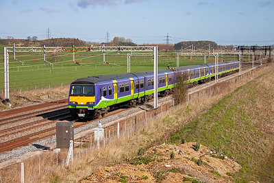 321412 and 321420 head south in lovely spring sunshine with a class 2 working, 2K62 0915 Milton Keynes to Euston, stopping at most stations.
