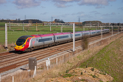 Despite the sun it was cold and wrapping up warm was a necessity. 390023 has come from Carlisle, 0609 off and London Euston is about 20-25 minutes away. The headcode is 1A25.