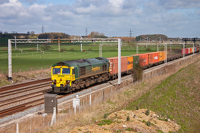 The clouds were starting to appear by the time 66537 approaches heading south for the Thamesport facility at Grain with a Freightliner from Crewe, 4O86 0725 MX.