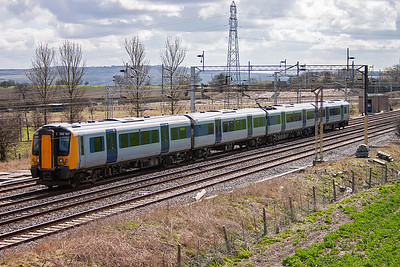 The sun was coming and going with the clouds and working its way round to the other side of the line but wasn't quite there yet. 350107 heads north on the down slow with 1N91 1151 off Euston to Northampton.