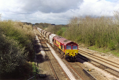 66038 comes back and takes the 1933 built station avoiding line with 6O92 1016 MO Exeter Riverside to Dollands Moor loaded china clay polybulks, it is running about an hour early. This traffic is destined for Sezzadio , Italy via the Channel Tunnel.