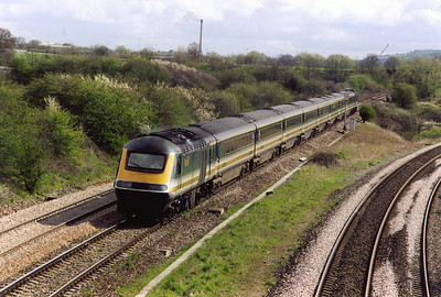 43190 approaches Fairwood Junction from the station direction. It leads 1C23 0933 from Paddington to Plymouth.