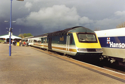 The sky to the east is dark and threatening but will not affect Westbury. 43031 leads a westbound train making its station stop. The working is 1C50 1533 Paddington to Penzance.