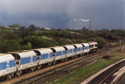 59104 heads for Westbury station with very threatening skies to the east. Rain was immenent.