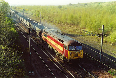 56089 departs Millerhill Yard, it wears the early version of the EWS red and gold house colours. This is 6C12, 0805 off Millerhill to Ravenstruther empty HAA coal hoppers.