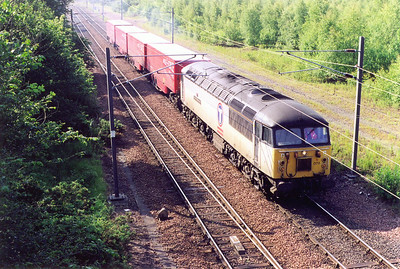 This caught me out as I wasn't expecting it and couldn't identify it. 56073 leaves Millerhill with four Parcel Force piggyback road trailers in tow.