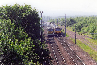 56053 running light passes 60053 which is leaving Millerhill Yard with 6O73 0055 off Tyne Yard to Ravenstruther. The train would have recessed at Millerhill for the night.