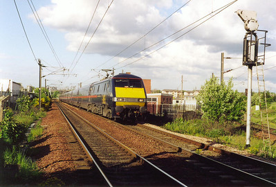 91013 speeds towards Slateford with 1S29 1330 off Kings Cross for Glasgow Central.