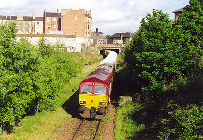 After a short wait 66177 reappears with its train of compacted refuse containers. This is 6B41 0810 off Powderhall R.T.S. to Oxwellmains landfill site.