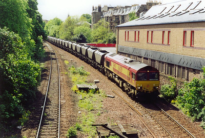 Quite why an empty coal train should be running in this direction is not known, but the Spring 2000 Freightmaster has 6E10 1524 TThFO Ravenstruther to Tyne Yard EMPTIES shown as running. So could this be it? 66029 provides the motive power.