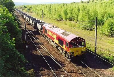 A Millerhill coal departure has 66197 at the head of a rake of empty HAA coal hoppers that has worked up from Tyne Yard running as 6O80, 0644 off heading for Mossend and then onto a coal loading point somewhere.