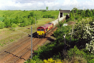 A move to Millerhill and 66126 arrives with 6B23 0713 Mossend to Millerhill, via Leith if required, Enterprise. The load is 19 empty flyash PCA tanks, 2 Cerestar wagons and a BP TTA tank.