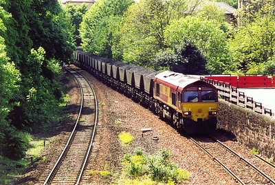 Now this is more like it, a loaded coal train with 66060 shaking the area with 7B75 1221 from Hunterston to Cockenzie power station.