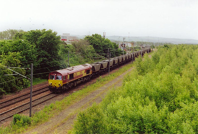 At the favourite location of Millerhilll to catch the morning depatrures, 66216 gets away with an empty HAA rake, 6S31 0631 FX from Tyne Yard to Mossend.