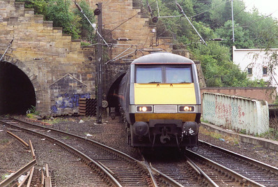 GNER class 91 electric loco 91021 and its train enters the station from Carlton Hill South tunnel with a terminating service from London Kings Cross, 1S12 0615 off the capital.
