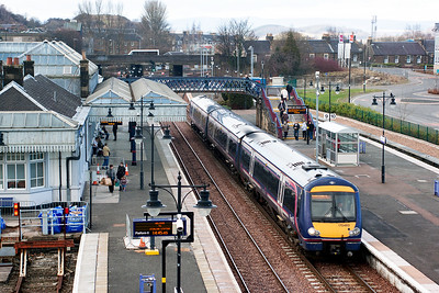 Stirling's platform 9 is the main platform for trains coming off the Alloa branch. 170460 has stopped and any passengers for Stirling have disembarked and onward passengers will board for the run to Glasgow.