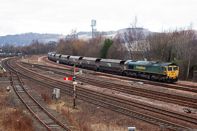 This caught me out as I was walking from the carpark to get to the new bridge over the station. But it is a good shot at a good location. 66557 comes off the Alloa line at Stirling station with empty hoppers from Longannet back to Hunterston for reloading. The working is 4C07, 1326 from the power station.