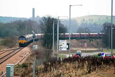 A move to Alloa after a long wait near Kincardine for an inbound coal train that didn't show. 66161 reappears having unloaded its imported coal. The working is 4J05 MX 1020 from Longannet to Hunterston. The loco approaches the loop.