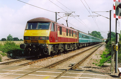 The trains operate in push-pull mode and 90020 passes near Gossington propelling the 1006 off Ipswich to Norwich.  This is another shuttle service in connection with the closure of the line at Ipswich Tunnel.