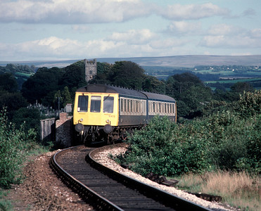 The origins of this part of the Gunnislake Branch as a Narrow gauge Minerla line are obvious as 51315 51324 approaches Gunnislake, passing an old lineside hut, once a common site alongside the railways 5/9/85