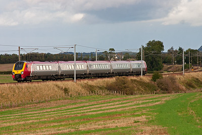 A southbound Cross Country working passes by with 221104 forming 1O30 1505 Edinburgh to Southampton.