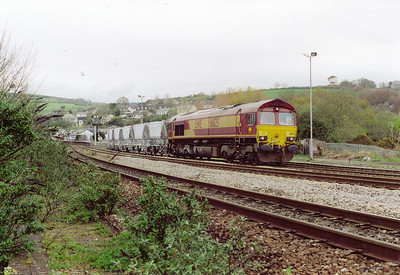 Lostwithiel station on a Sunday morning after a drive south from Fife.  66125 stands parked up and quiet waiting for the next day when it will form 6Y00 0555 to Fowey Docks loaded CDA china clay hoppers.  14/4/2002