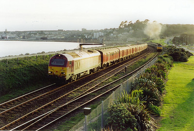 And here is that working, 67025 passes 47811 and the empty sleeper stock being dragged down to Penzance station behind 08410.  15/4/2002